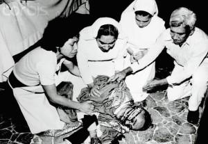 Nuns Surrounding Archbishop Oscar Romero